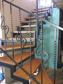 Металлическая лестница. Перила кованные для лестниц.