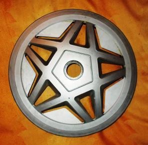 Продам колесный колпак защитно-декоративный для легкового автомобиля