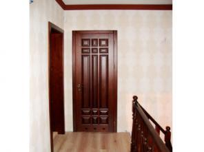 Двери из массива дерева.
