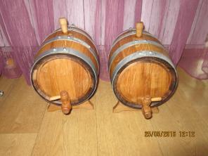Продаются дубовые бочки для выдержки вин и крепких напитков.