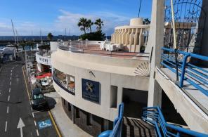Большие коммерческие площади на набережной на курорте Тенерифе