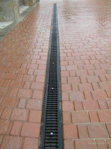 Пластиковые дождеприемники с решетками