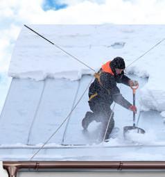 Уборка снега, наледи и сосулек с крыш