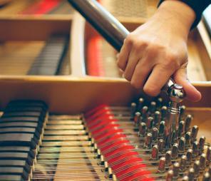 Настройка пианино и роялей. Реставрация внешнего вида.