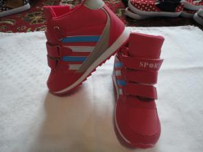 Кроссовки новые для девочки размер 34 и 36.