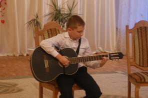 Краткосрочные курсы игры на гитаре для взрослых и детей