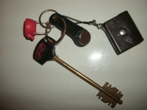 Юдино: Найдена связка ключей и брелоков с фотоизображениями