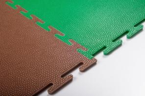 Сборное напольное покрытие из полимерной плитки для пола цеха