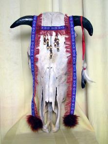Продам череп тельца декорированный