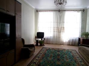 Продам 2-комнатную квартиру в Центре.