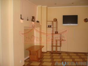 Продам. Отдельностоящий дом (оформлен как квартира) в центре Одессы.
