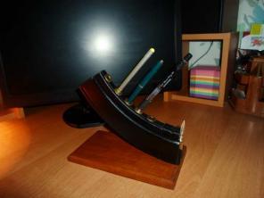 Недорого подставка для ручек и карандашей Калашников