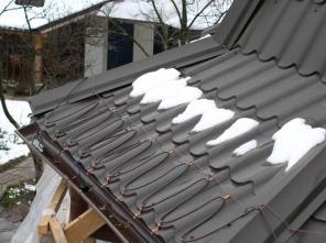 Греющий кабель. Обогрев крыши. Обогрев труб.