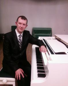 Ищу работу пианиста