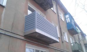 Наружная отделка балкона сайдингом. Низкие цены!