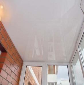 Потолок на балконе
