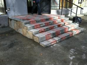 Укладка тротуарной плитки, мощение природным камнем.