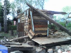 Демонтаж, снос ветхих деревянных строений