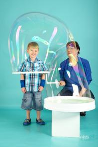 Семейная/детская фотосессия с мыльными пузырями