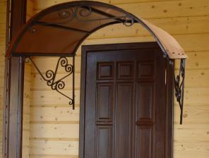 Кованый козырек над входом для дома дачи