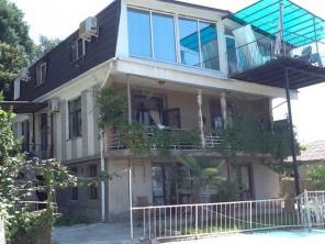 3-х комнатная квартира в Сухуми с видом на море