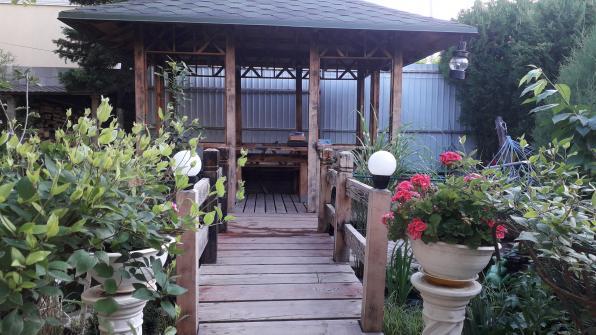 """Гостевой дом """"Зеленый дворик"""" Сдаются комнаты с удобствами."""