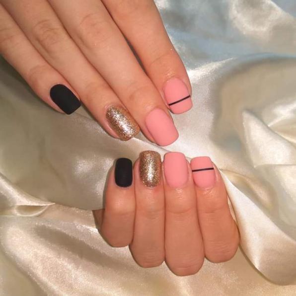 Покрытие натуральных ногтей гель-лаком.