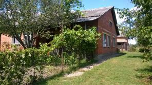 Продается дом в с. Лазаревка Брусиловского р-на Житомирской обл.