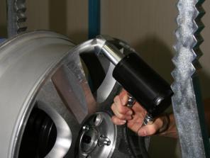 Аргонная сварка и правка литых дисков, поддонов, рычагов подвески.