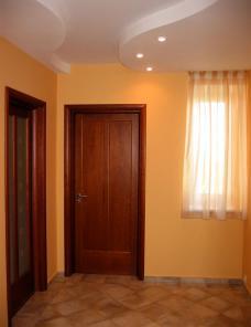 Монтаж входных и межкомнатных дверей