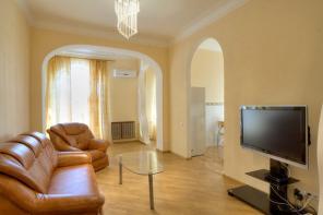 4-комнатная квартира с евроремонтом около парка им. Пушкина
