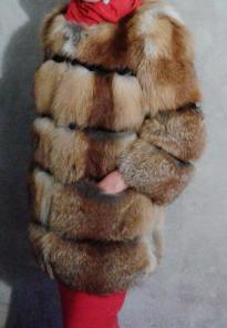 В этой шубке изысканной лисы окруажющие не оставят Вас без вниимания